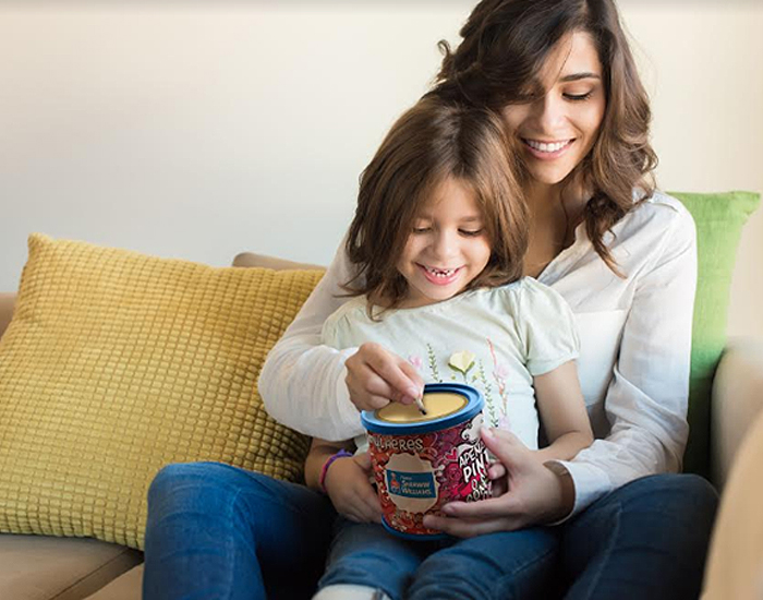 Sherwin-Williams e Fini estendem campanha e prestigiam as mães